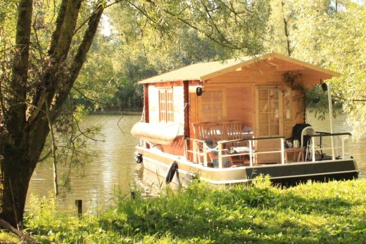 Euro Floating Cottage