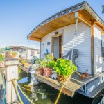barge-tiny-house-airbnb-vacation-rental-05-600x400